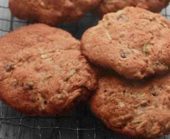 Grated Apple Raisin Walnut Cookies